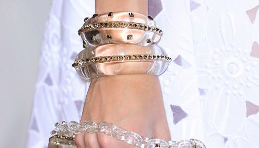 Complementos transparentes: Cuando la moda se pone al descubierto