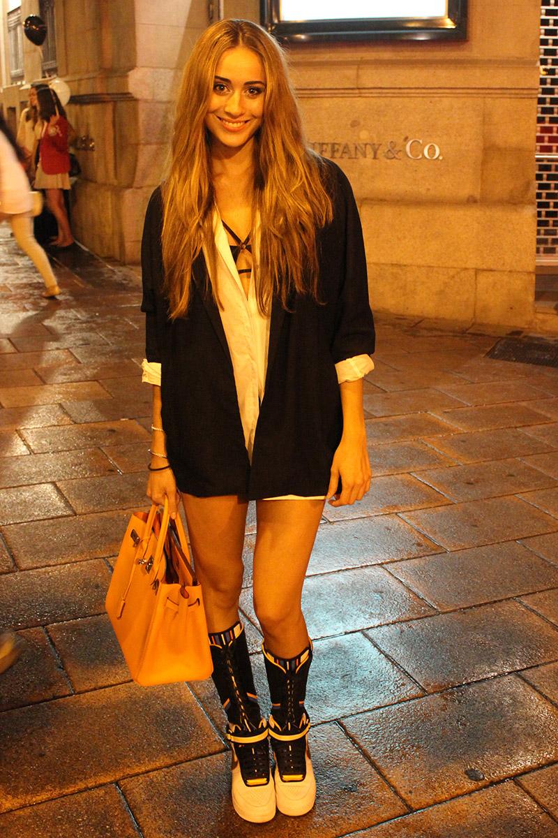 Claudia Ruiz con Blazer y camisa de Zara