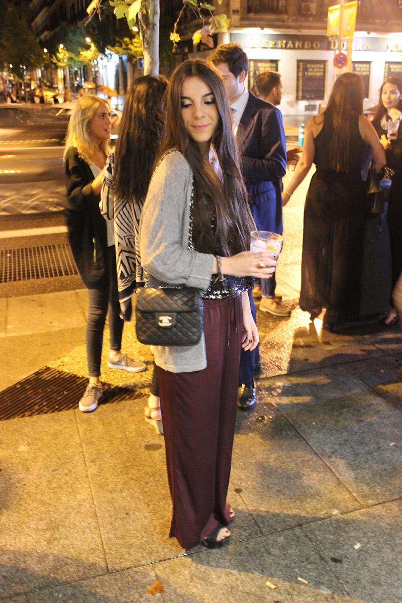 Claudia Plana con pantalones palazzo de H&M, Zapatos de Zara, Chaqueta de Brandy Meville y Anillos de Aristocrazy