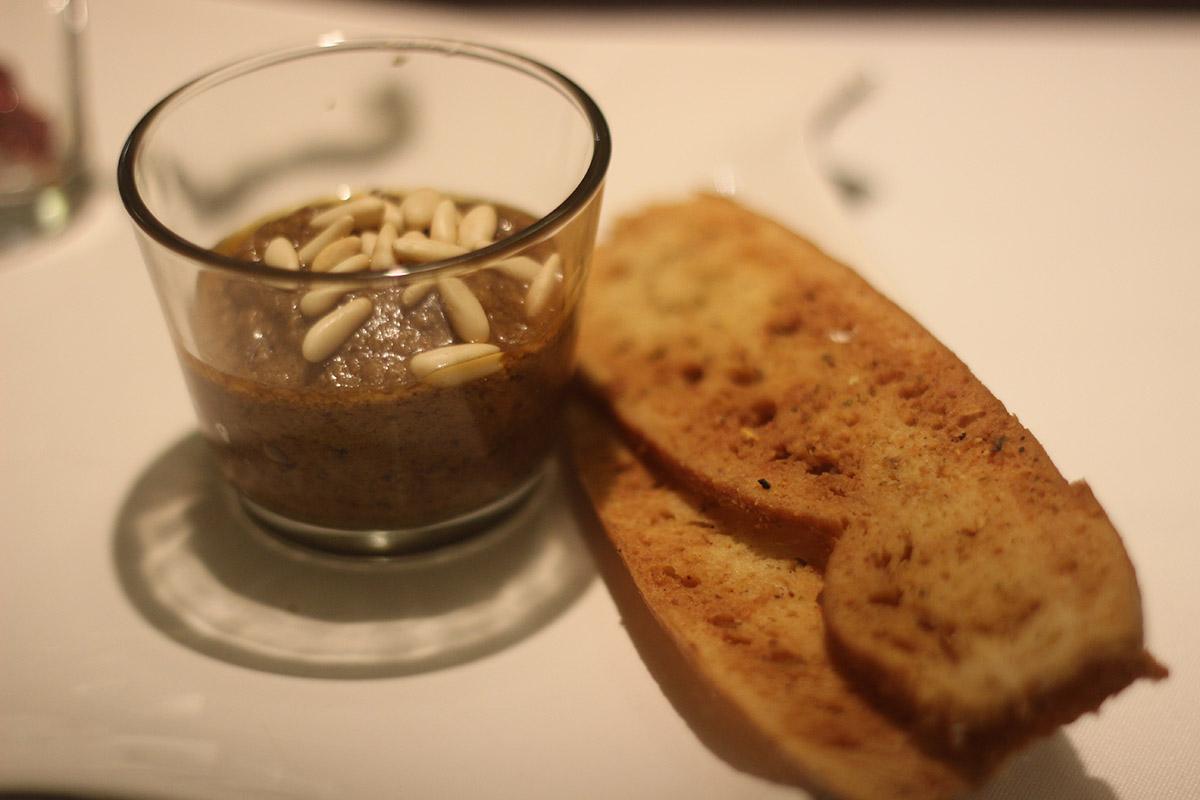 Ajopringue manchego con tosta de pan