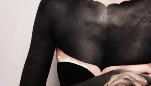 Blackout tattoo, la nueva tendencia para personalizar tu piel.