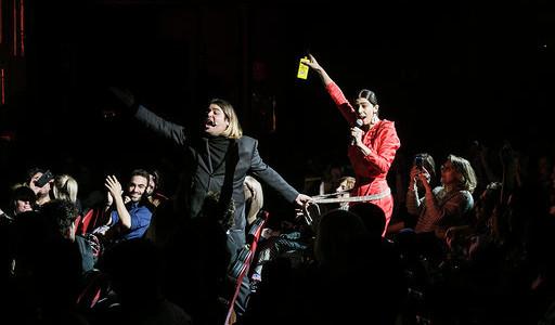 """Brays Efe enloqueció a todo el teatro Lara con su obra """"De Repente"""""""