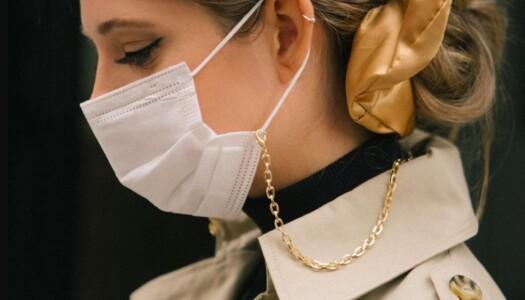Colgantes para mascarillas: el accesorio más viral del año