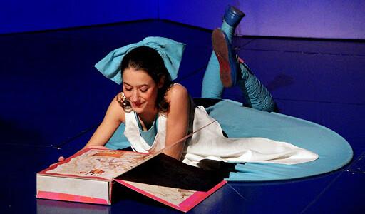 """""""Alicia"""", a través de los ojos de Agatha Ruiz de la Prada, vuelve a Réplika Teatro"""